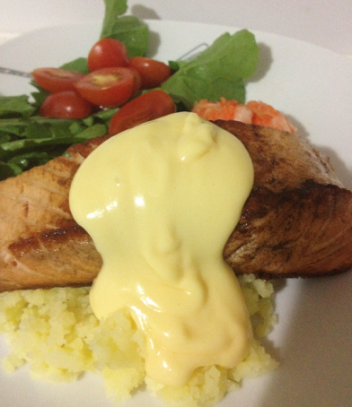 hollandaise-sauce-on-salmon